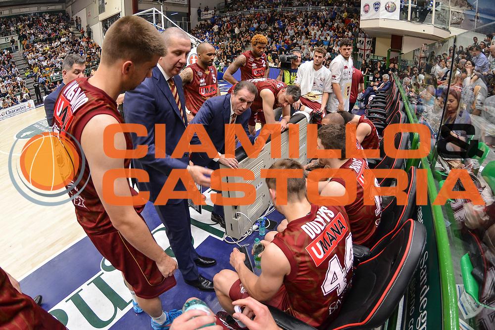 DESCRIZIONE : Campionato 2014/15 Dinamo Banco di Sardegna Sassari - Umana Reyer Venezia<br /> GIOCATORE : Carlo Recalcati<br /> CATEGORIA : Allenatore Coach Time Out<br /> SQUADRA : Umana Reyer Venezia<br /> EVENTO : LegaBasket Serie A Beko 2014/2015<br /> GARA : Dinamo Banco di Sardegna Sassari - Umana Reyer Venezia<br /> DATA : 03/05/2015<br /> SPORT : Pallacanestro <br /> AUTORE : Agenzia Ciamillo-Castoria/L.Canu