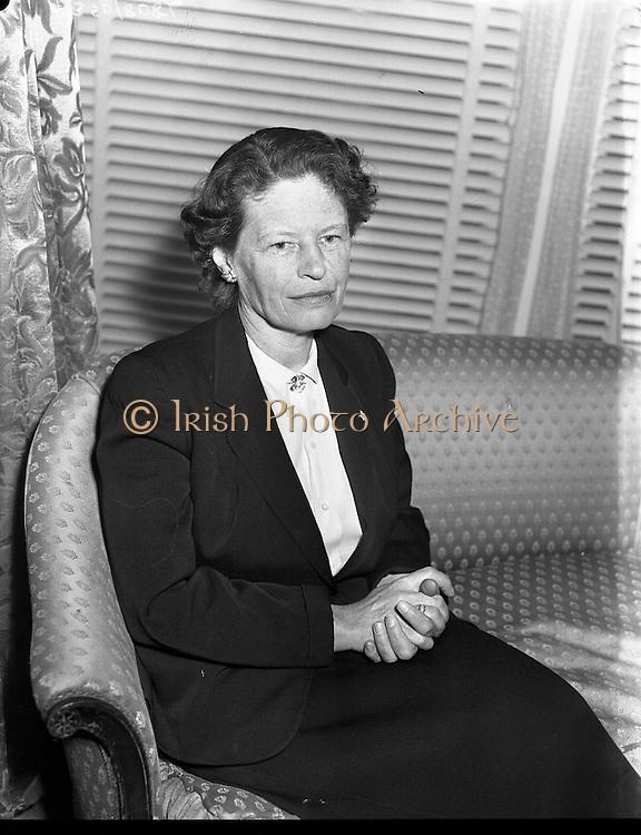 23/04/1957<br /> 04/23/1957<br /> 23 April 1957<br /> <br /> Mrs. Alfred Rive, Wife of Canadian Ambassador