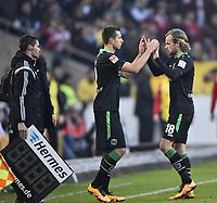 BILDET INNGÅR IKEK I FASTAVTALER. ALL NEDLASTING BLIR FAKTURERT.<br /> <br /> Fotball<br /> Tyskland<br /> Foto: imago/Digitalsport<br /> NORWAY ONLY<br /> <br /> Wechsel, Auswechslung, Einwechslung Artur Sobiech Hannover 96 (links) kommt für Iver Fossum Hannover 96 (rechts) vor Vierter Offizieller Schiedsrichter Robert Kempter VfB Stuttgart vs Hannover 96 H96 27.02.2016 VfB Stuttgart vs Hannover 96 H96