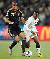 Fotball<br /> VM 2010<br /> Tyskland v Ghana<br /> 23.06.2010<br /> Foto: Witters/Digitalsport<br /> NORWAY ONLY<br /> <br /> v.l. Jerome Boateng, Asamoah Gyan (Ghana)<br /> Fussball WM 2010 in Suedafrika, Vorrunde, Ghana - Deutschland