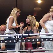 NLD/Amsterdam/20070602 - Toppers in Concert 2007, Linda de Mol in gesprek op de tribune