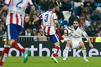 Real Madrid´s Daniel Carvajal (R) and Atletico de Madrid´s Siqueira during Spanish King´s Cup match at Santiago Bernabeu stadium in Madrid, Spain. January 15, 2015. (ALTERPHOTOS/Victor Blanco)