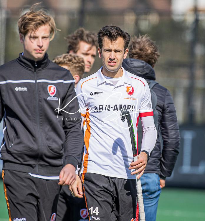 BLOEMENDAAL - Niek van der Schoot (Oranje Rood) na de hoofdklasse hockeywedstrijd heren , Bloemendaal-Oranje Rood  (3-1).  COPYRIGHT  KOEN SUYK