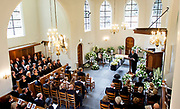 Het koor zingt tijdens de uitvaartdienst van prins Friso in de Stulpkerk in Lage Vuursche. De prins werd op het naastgelegen kerkhof begraven. EDITORIAL USE ONLY<br /> <br /> The choir sings during the funeral of Prince Friso in Stulp Church in Lage Vuursche. The prince was buried in the adjacent cemetery. EDITORIAL USE ONLY