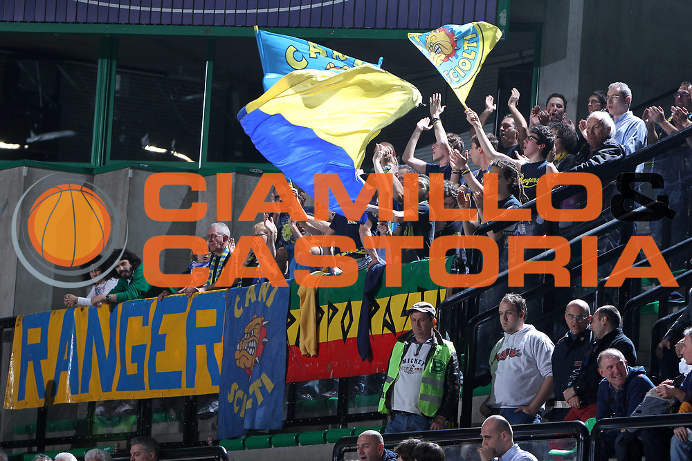 DESCRIZIONE : Treviso Lega A 2011-12 Benetton Treviso Fabi Shoes Montegranaro<br /> GIOCATORE : Tifosi Fabi Shoes Montegranaro<br /> SQUADRA : Benetton Treviso Fabi Shoes Montegranaro<br /> EVENTO : Campionato Lega A 2011-2012 <br /> GARA : Benetton Treviso Fabi Shoes Montegranaro<br /> DATA : 24/03/2012<br /> CATEGORIA : Tifosi<br /> SPORT : Pallacanestro <br /> AUTORE : Agenzia Ciamillo-Castoria/G.Contessa<br /> Galleria : Lega Basket A 2011-2012 <br /> Fotonotizia : Treviso Lega A 2011-12 Benetton Treviso Fabi Shoes Montegranaro<br /> Predfinita :