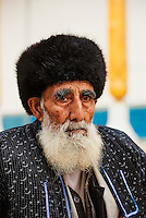Ouzbekistan, Boukhara, patrimoine mondial de l Unesco, mosquee de Bakhouddin Nakchbandi, lieu sacré soufi, homme Ouzbek // Uzbekistan, Bukhara, Unesco world heritage, Bahouddin Naqshbandi mosque, sufi spirituel memorial, Uzbek man
