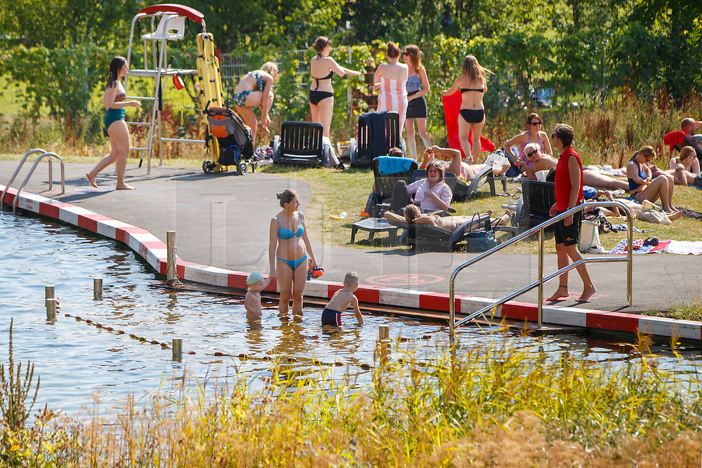 © Licensed to London News Pictures. 17/08/2016. London, UK. People enjoy hot weather at King's Cross Pond Club in London on Wednesday, 17 August 2016. Photo credit: Tolga Akmen/LNP