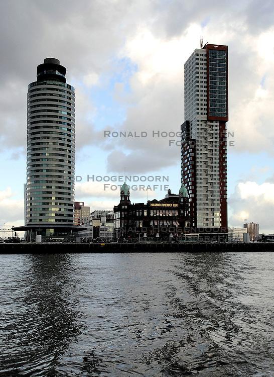 09-12-2006 ALGEMEEN: ROTTERDAM VANAF DE MAAS: ROTTERDAM<br /> De board of Executive Committee CEV waren uitgenodigd door Rotterdam, Rotterdam Topsport en de NeVoBo voor de uitleg van Operation Restore Confidence en kregen een tochtje over de Maas<br /> ©2006-WWW.FOTOHOOGENDOORN.NL