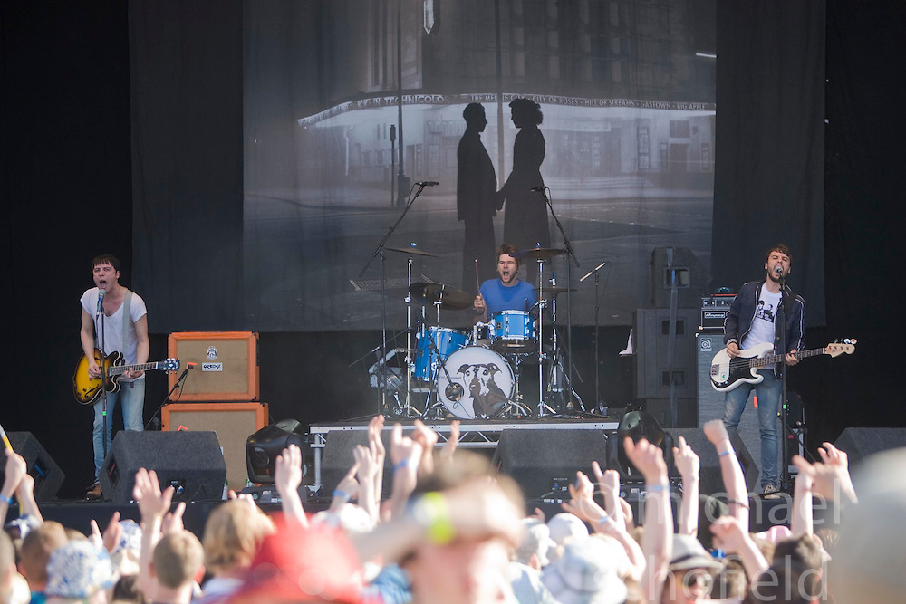 The Cribs play on the main stage. Rockness, Sunday 8th June 2008..Pic © Michael Schofield. All Rights Reserved.