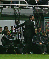 Photo: Andrew Unwin.<br /> Newcastle United v Levadia Tallinn. UEFA Cup. 28/09/2006.<br /> Newcastle's Obafemi Martins (L) is congratulated on his performance by his manager, Glenn Roeder (R).