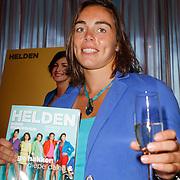 NLD/Ridderkerk/20120911 - Presentatie magazine Helden, Nouchka Fontijn met het magazine