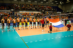 12-09-2010 VOLLEYBAL: EK KWALIFICATIE NEDERLAND - ESTLAND: ROTTERDAM<br /> Spelers van Nederland tijdens het volkslied Wilhelmus, Nederlandse vlag<br /> ©2010-WWW.FOTOHOOGENDOORN.NL / Peter Schalk