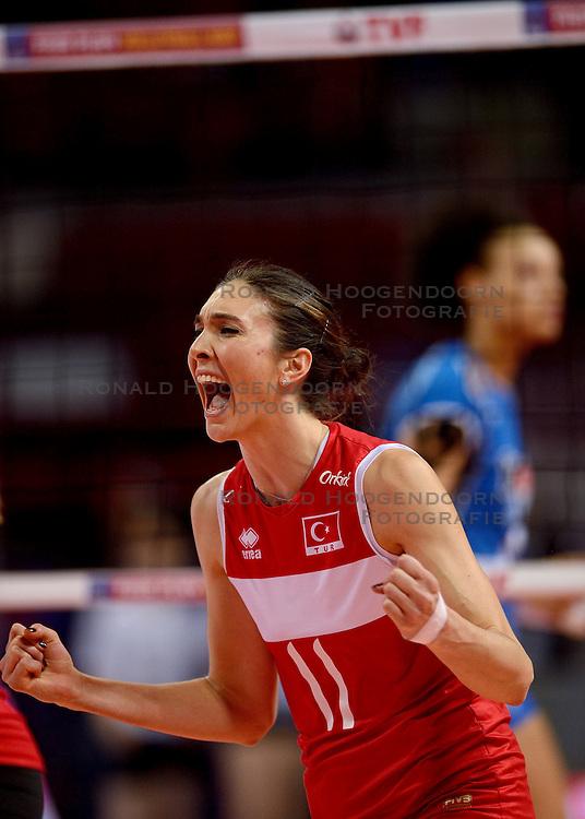 09-01-2016 TUR: European Olympic Qualification Tournament Turkije - Italie, Ankara<br /> De strijd om de tweede Japan ticket / Naz Aydemir Akyol #11 of Turkey