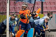LAREN -  Hockey Hoofdklasse Dames: Laren v Pinoké, seizoen 2020-2021. Foto: Laren verdedigt doel bij strafcorner met Karlijn Adank (Laren, keeper)