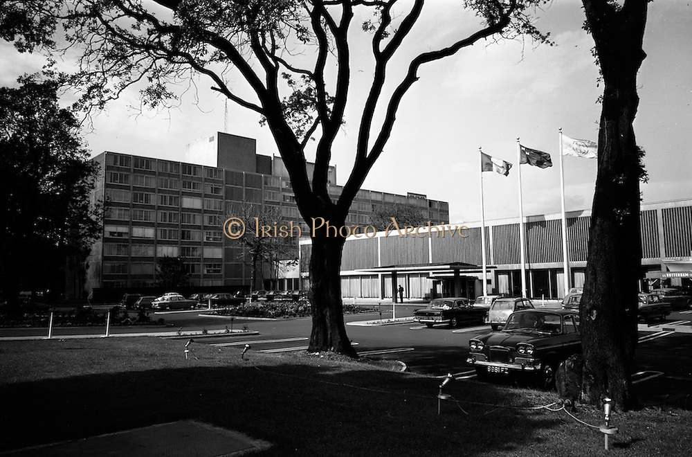28/7/1964<br /> 7/28/1964<br /> 28 July 1964<br /> <br /> Exterior view of Intercontinental Hotel