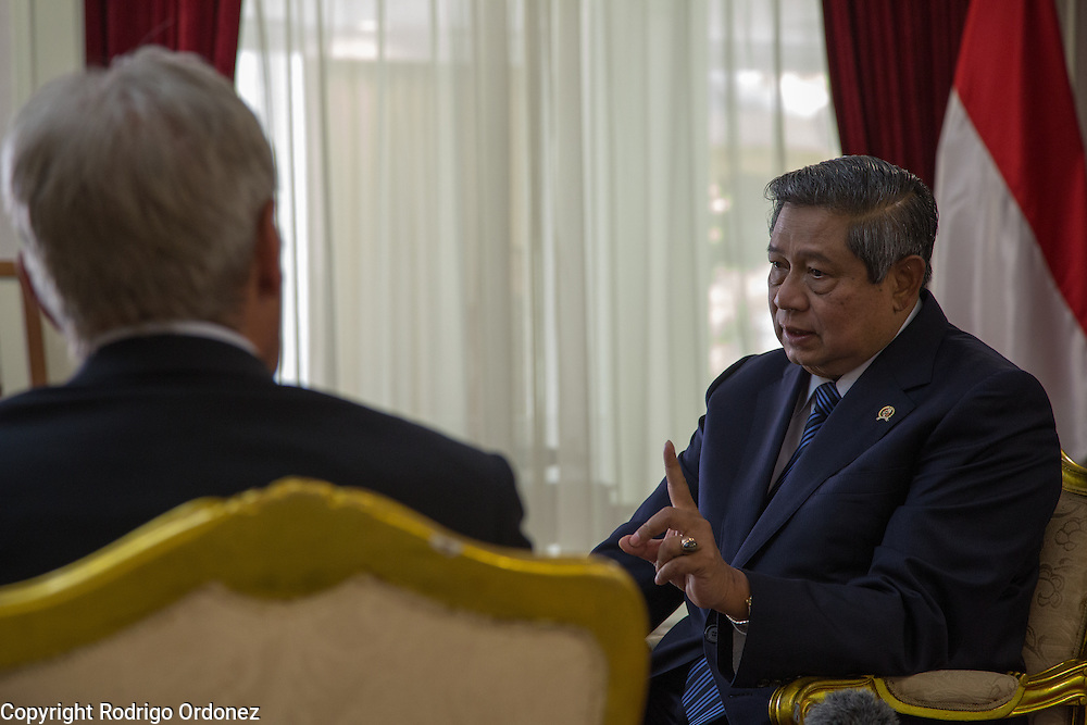The President of Indonesia, Susilo Bambang Yudhoyono (right), talks to actor and environmental activist Harrison Ford at the Presidential Palace in Central Jakarta, Indonesia. <br /> Harrison Ford visited Indonesia to learn more about deforestation, as one of the correspondents for Showtime's new documentary series about climate change Years of Living Dangerously.