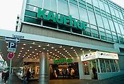 Duitsland, Kleef, 2-11-2002..Vestiging van het warenhuis kaufhof in een provinciestad...Economie,consument, consumeren, koopkracht, bestedingen...Foto: Flip Franssen/Hollandse Hoogte