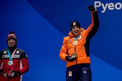 12-02-2018: Olympische Spelen: Dag 3: Pyeongchang<br /> Sven Kramer krijgt de gouden medaille op Medal Plaza voor zijn winnende rit op de 5000 meter schaatsen tijdens de Olympische Winterspelen van Pyeongchang, link Ted Jan Bloemen