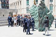 Staatsbezoek van Koning en Koningin aan de Republiek Italie - dag 2 - Palermo /// State visit of King and Queen to the Republic of Italy - Day 2 - Palermo<br /> <br /> Op de foto / On the photo: <br />  Koning Willem-Alexander en Koningin Maxima brengen een bezoek aan het Monument Maffia Slachtoffers bij Piazza della Memoria in Palermo<br /> <br /> King Willem-Alexander and Queen Maxima visit the Monument Maffia Victims at Piazza della Memoria in Palermo
