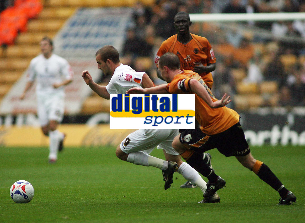 Photo: Rich Eaton.<br /> <br /> Wolverhampton Wanderers v Luton Town. Coca Cola Championship. 26/08/2006. Jody Craddock right  of Wolves gives chase to Rohan Vine of Luton