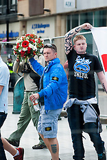 2013-06-08_EDL Leader Tommy Robinson Lay Flowers in Sheffield