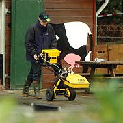 Technisch onderzoek politie kinderboerderij Canton Baarn ivm vermissing echtpaar Muller - van der Velden, bodemonderzoek