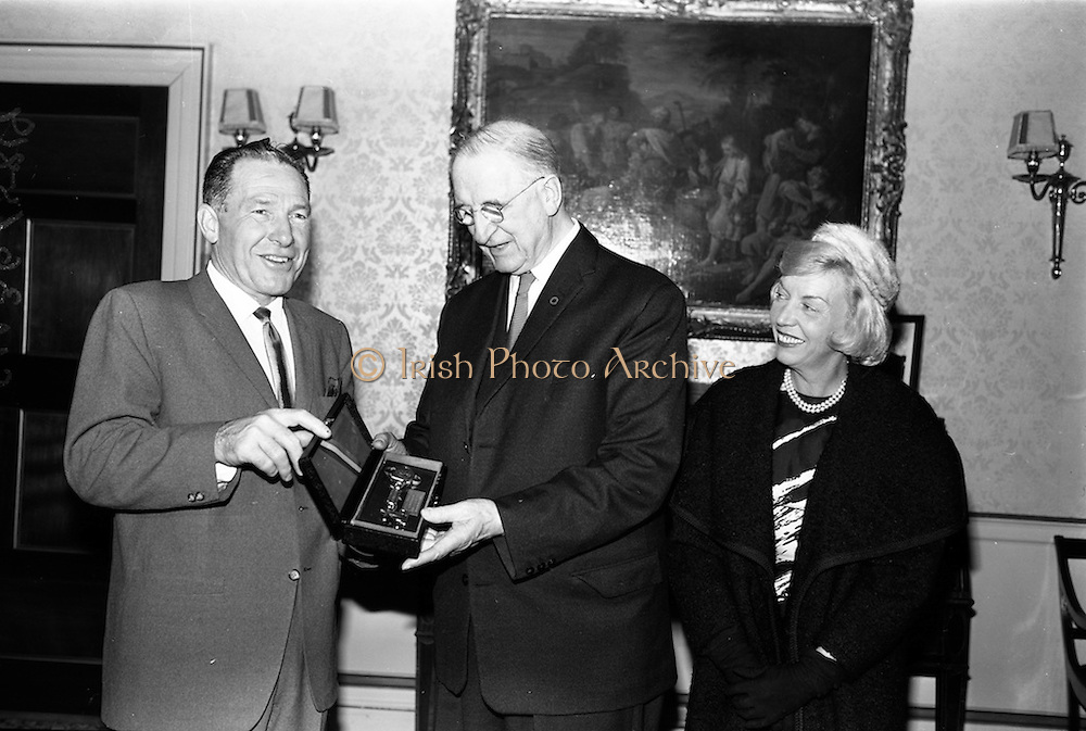 17/11/1964<br /> 11/17/1964<br /> 17 November 1964<br /> <br /> President de Valera received the Mayor of Los Angeles at Aras an Uachtarain, Picture shows Éamon de Valera receiving Mr. Samuel Yorty and his Wife