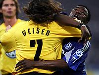 Fotball<br /> Bundesliga Tyskland 2004/05<br /> Schalke 04 v Wolfsburg<br /> 12. februar 2005<br /> Foto: Digitalsport<br /> NORWAY ONLY<br />  Patrick WEISER, Gerald ASAMOAH Schalke
