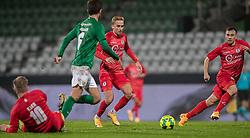Lucas Haren (FC Helsingør) spiller Sebastian Czajkowski i løb under kampen i 1. Division mellem Viborg FF og FC Helsingør den 30. oktober 2020 på Energi Viborg Arena (Foto: Claus Birch).
