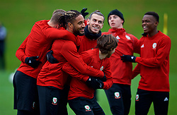 CARDIFF, WALES - Monday, November 19, 2018: Wales' L-R captain Ashley Williams, Gareth Bale and Joe Allen during a training session at the Vale Resort ahead of the International Friendly match between Albania and Wales. (Pic by David Rawcliffe/Propaganda)
