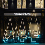 Il Natale secondo @Tiffany in @BondStreet nel lussuoso quartiere di Mayfair in centro a Londra.<br /> <br /> How Christmas is seen by @Tiffany in @BondStreet, in the charming district in Central London.