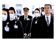 Danmark lukker ned pga af Corona-virus. Her er det Københavns Lufthavn mandag d. 16. marts 2020. Flypersonale med mundbind.