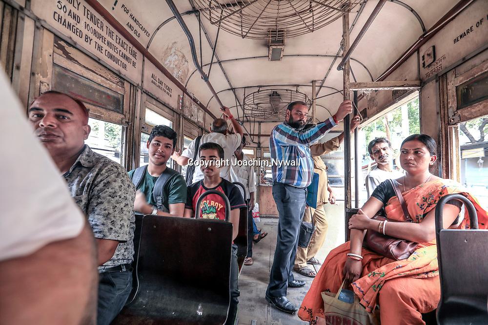 20171029 Kolkata Calcutta Indien<br /> En av många slitna Spårvagnar i Kolkata<br /> <br /> ----<br /> FOTO : JOACHIM NYWALL KOD 0708840825_1<br /> COPYRIGHT JOACHIM NYWALL<br /> <br /> ***BETALBILD***<br /> Redovisas till <br /> NYWALL MEDIA AB<br /> Strandgatan 30<br /> 461 31 Trollhättan<br /> Prislista enl BLF , om inget annat avtalas.