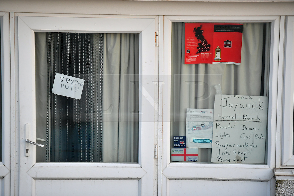 "© Licensed to London News Pictures. 13/01/2017. Jaywick, UK. A sign in the window of a property which reads, ""STAYING PUT"",  on the seafront at Jaywick before Homes are evacuated in Jaywick, Essex  due to the threat of flooding in low-lying areas . Photo credit: Ben Cawthra/LNP"
