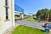 Nederland, Heerewaarden, 16-9-2018  Een binnenvaartschip vaart de sluis in om geschut te worden van de Maas naar de Waal . Via het kanaal van Sint Andries en de Sint Andriessluis . De Waal is het Nederlandse deel van de Rijn en de belangrijkste vaarroute van en naar Rotterdam en Duitsland . Aftakkingen zijn de minder bevaren Neder Rijn en IJssel.Foto: Flip Franssen