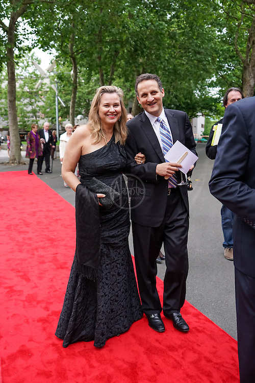 Red Carpet at Seattle Children's Theatre Gala honoring Linda Hartzell. Photo by Alabastro Photography.