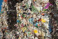 03 JAN 2012, BERLIN/GERMANY:<br /> Wertstoff Weissblech nach der Sortierung, Sortieranlage fuer Anfall / Wertstoffe aus der Gelben Tonne, Alba Recycling GmbH, Berlin-Mahlsdorf<br /> IMAGE: 20120103-01-023<br /> KEYWORDS: Wertstoffe, Recycling, Alba Group, Urban Mining, Gelber Sack, Gruener Punkt, Grüner Punkt, Duales System, Muell. Müll. Verwertung