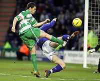 Fotball<br /> England 2004/2005<br /> Foto: SBI/Digitalsport<br /> NORWAY ONLY<br /> <br /> Coca Cola Championship<br /> 03/01/2005<br /> <br /> Leicester City v Queens Park Rangers<br /> <br /> QPR's Kevin McLeod puts a shot past Martin Keown