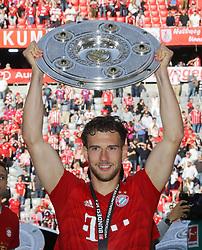 18.05.2019, Allianz Arena, Muenchen, GER, 1. FBL, FC Bayern Muenchen vs Eintracht Frankfurt, 34. Runde, Meisterfeier nach Spielende, im Bild Leon Goretzka mit Meisterschale // during the celebration after winning the championship of German Bundesliga season 2018/2019. Allianz Arena in Munich, Germany on 2019/05/18. EXPA Pictures © 2019, PhotoCredit: EXPA/ SM<br /> <br /> *****ATTENTION - OUT of GER*****