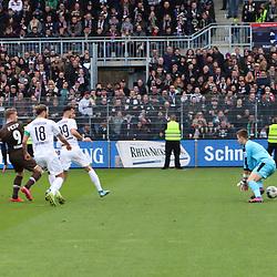 Viktor Gyoekeres (Nr.9, FC St. Pauli) erzielt das 0:1 beim Spiel in der 2. Bundesliga, SV Sandhausen - FC St. Pauli.<br /> <br /> Foto © PIX-Sportfotos *** Foto ist honorarpflichtig! *** Auf Anfrage in hoeherer Qualitaet/Aufloesung. Belegexemplar erbeten. Veroeffentlichung ausschliesslich fuer journalistisch-publizistische Zwecke. For editorial use only. For editorial use only. DFL regulations prohibit any use of photographs as image sequences and/or quasi-video.