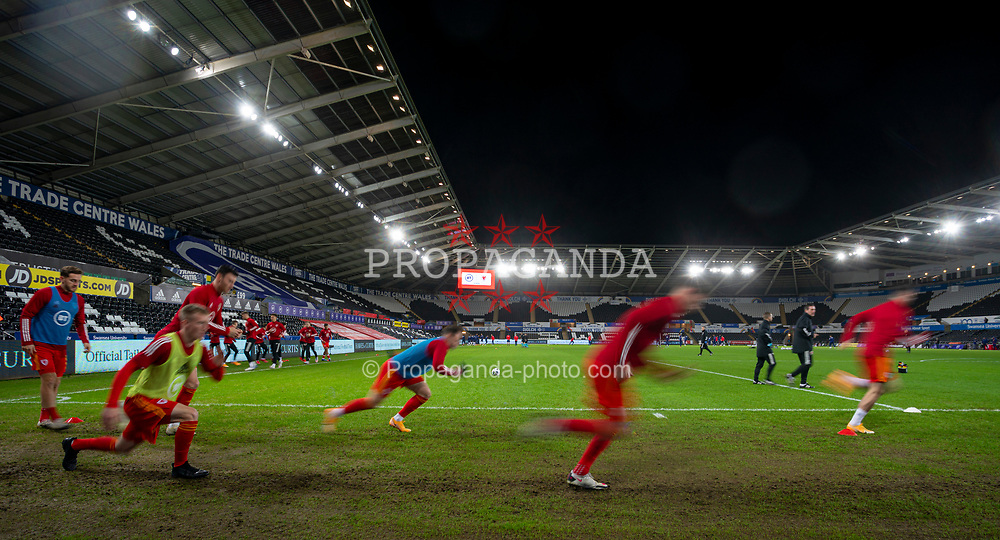 SWANSEA, WALES - Thursday, November 12, 2020: Wales players during the pre-match warm-up before an International Friendly match between Wales and the USA at the Liberty Stadium. (Pic by David Rawcliffe/Propaganda)