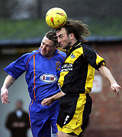 Fotball<br /> England 2004/2005<br /> Foto: SBI/Digitalsport<br /> 01.01.2005<br /> NORWAY ONLY<br /> <br /> Shrewsbury Town v Bristol Rovers<br /> Coca-Cola League Two. Gay Meadow Field, Shrewsbury.<br /> <br /> Bristols Christian Edwards headers the ball from Kelvin Langmead