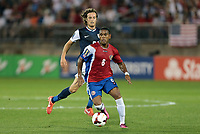 Fotball<br /> 16.07.2013<br /> USA v Costa Rica<br /> Gold Cup<br /> Foto: imago/Digitalsport<br /> NORWAY ONLY<br /> <br /> July 16, 2013: Costa Rica s Kenny Cunningham (8) gets in front of United States Mikkel Diskerud (8). The men s national team of the United States defeated the men s national team of Costa Rica 1-0 at Rentschler Field at the half in East Hartford, Connecticut in a first round Group C 2013 CONCACAF Gold Cup match