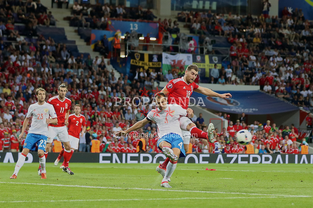 TOULOUSE, FRANCE - Monday, June 20, 2016: Wales' Sam Vokes in action against Russia's Sergei Ignashevich during the final Group B UEFA Euro 2016 Championship match at Stadium de Toulouse. (Pic by David Rawcliffe/Propaganda)