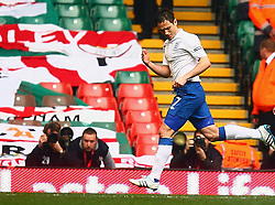 26.03.2011, Millenium Stadium, Cardiff, ENG, EURO 2012 Qualifikation, England vs Wales, im Bild Goal: Frank Lampard of England  scores on penalty for the England 1-0 and celebrates with team mates  during Wales vs England at the Millenium Stadium in Cardiff for the Euro 2012 qualification, group G  on 26/03/2011. EXPA Pictures © 2011, PhotoCredit: EXPA/ IPS/ Marcello Pozzetti +++++ ATTENTION - OUT OF ENGLAND/UK and FRANCE/FR +++++
