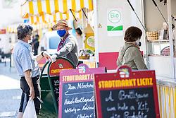 THEMENBILD - In Österreich gelten aufgrund der Covid-19-Pandemie Ausgangsbeschränkungen, Betretungsverbote und andere Regelungen, die in das Alltagsleben eingreifen. Hier im Bild Stadtmarkt Lienz am Samstag 11. April 2019 // In Austria, due to the Covid 19 pandemic, exit restrictions, entry bans and other regulations that affect everyday life apply. Here in the picture: city market. Lienz on Saturday April 11, 2019. EXPA Pictures © 2020, PhotoCredit: EXPA/ Johann Groder
