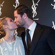 NLD/Amsterdam//20140324 - Filmpremière Yves Saint Laurent, Kimberly Klaver en partner Bas Schothorst kussend