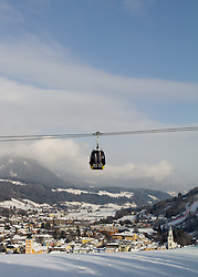 14.01.2013, Schladming, AUT, FIS Weltmeisterschaften Ski Alpin, Schladming 2013, Vorberichte, im Bild die Planai-Seilbahn Golden Jet über Schladming am 14.01.2013 // the Planai cable car over the town of Schladming on 2013/01/14, preview to the FIS Alpine World Ski Championships 2013 at Schladming, Austria on 2013/01/14. EXPA Pictures © 2013, PhotoCredit: EXPA/ Martin Huber