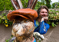 Chris Rutterford paints giant hare for Leuchie House Art Trail, Midlothian, 3 June 2021