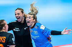 Tess Wester of Netherlands, Rinka Duijndam of Netherlands celebrate after the Women's EHF Euro 2020 match between Netherlands and Hungry at Sydbank Arena on december 08, 2020 in Kolding, Denmark (Photo by RHF Agency/Ronald Hoogendoorn)